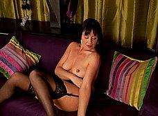 La madura Elise Summers muy sexy en medias - foto 13