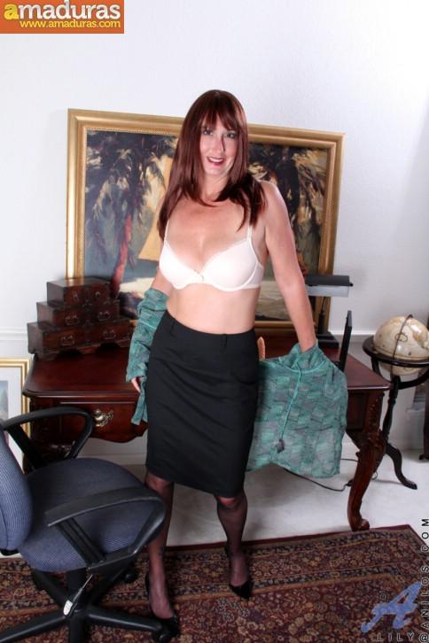 Secretaria madura llega a casa y se masturba - foto 3