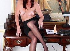 Secretaria madura llega a casa y se masturba - foto 7