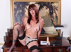 Secretaria madura llega a casa y se masturba - foto 8