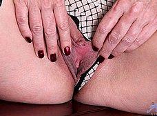 Secretaria madura llega a casa y se masturba - foto 10