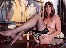 Secretaria madura llega a casa y se masturba - foto 11