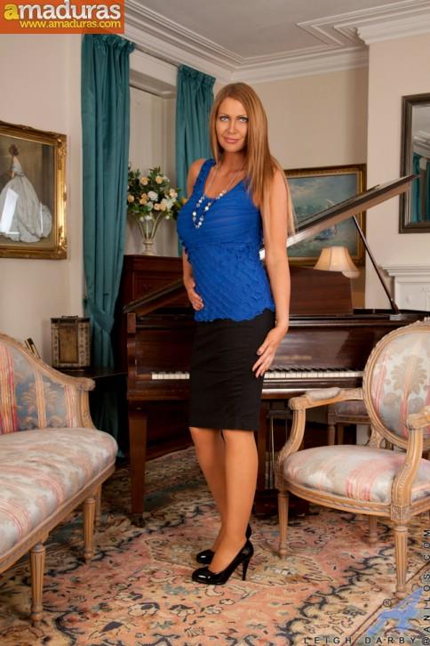 La profesora de piano y su lenceria sexy - foto 1