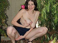 La jardinera madura se abre de piernas - foto 7