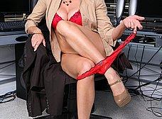 Secretaria madura se abre de piernas en la ofi - foto 6