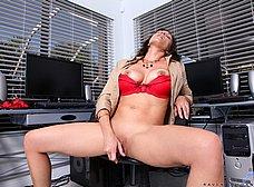 Secretaria madura se abre de piernas en la ofi - foto 14