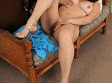 Madura macizorra se masturba al llegar a casa - foto 15