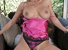 Madura tetona flipa al ver desnudo al novio de su hija - foto 14