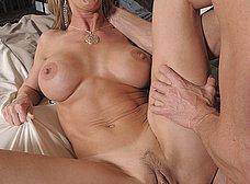 Madura tetona flipa al ver desnudo al novio de su hija - foto 8