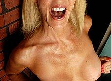Casada cuarentona se masturba en el gimnasio - foto 11