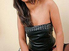 Milf treintañera muy sexy con medias negras - foto 6