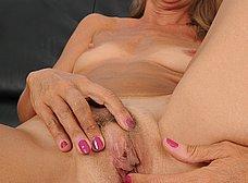 Madurita caliente se apunta a los contactos porno - foto 15