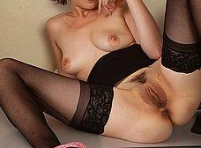 Abogada treintañera se masturba en el despacho - foto 13