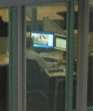 Ver porno desde la oficina: cuidado con twitter!