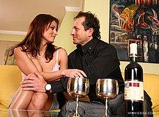 Descorchan un vino y acaban follando - foto 9