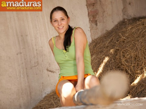 La hija del granjero es una zorrita viciosa - foto 1