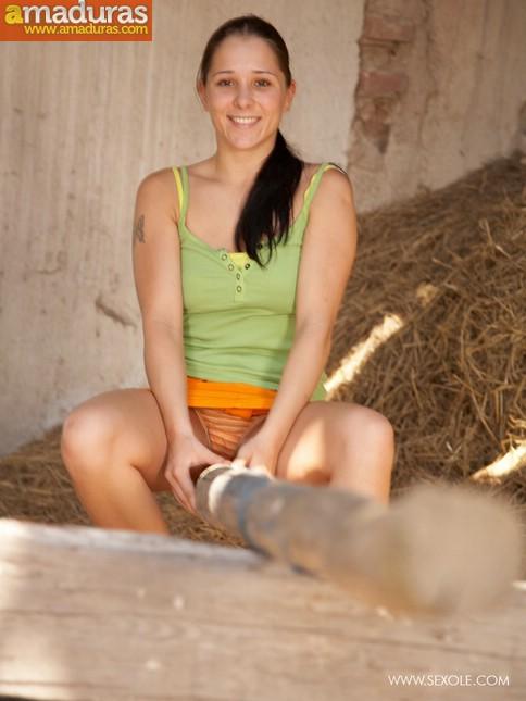 La hija del granjero es una zorrita viciosa - foto 2