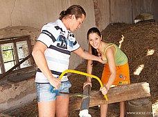 La hija del granjero es una zorrita viciosa - foto 6