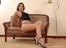 Zorrita culona en lenceria sexy se desnuda - foto 11