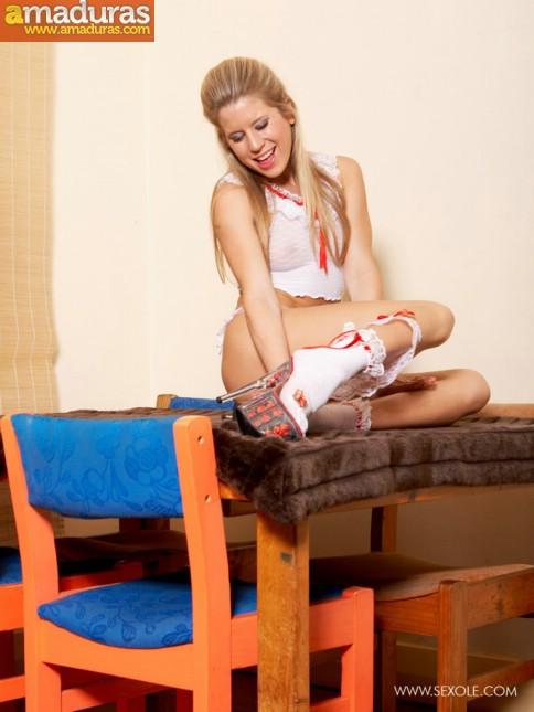 Treintañera de cuerpo atlético se quita la ropa - foto 4