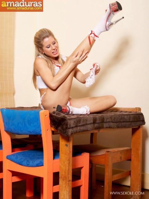 Treintañera de cuerpo atlético se quita la ropa - foto 5