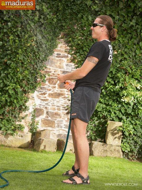 Juegos eroticos con el jardinero acaban en follada - foto 3