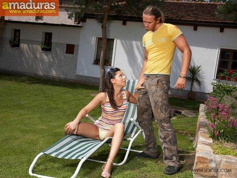 Zorrita se deja meter mano por el fontanero - foto 4