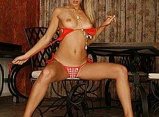 Otra zorrita probándose el bikini - foto 8