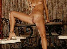 Otra zorrita probándose el bikini - foto 13