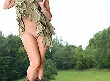 La campesina se abre de piernas - foto 18