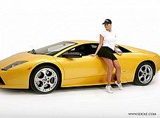 La chica del concesionario de coches de lujo - foto 18