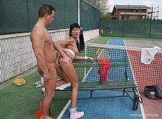 Follada anal en el partido de tenis - foto 11