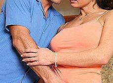 Masturbando a su mujer en la cocina - foto 8