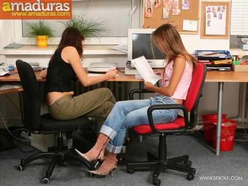 Zorritas se enrollan en la oficina - foto 1