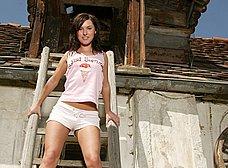 Zorrita bajando del cobertizo: menudo chocho tiene - foto 7