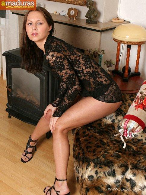 Sexy en el sofá con ganas de follar - foto 3