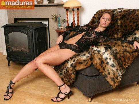 Sexy en el sofá con ganas de follar - foto 4