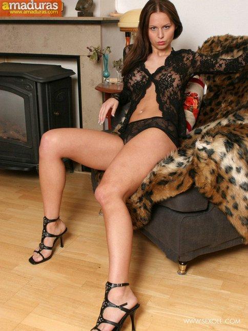 Sexy en el sofá con ganas de follar - foto 5