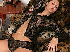 Sexy en el sofá con ganas de follar - foto 6