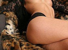 Sexy en el sofá con ganas de follar - foto 9