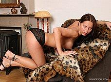 Sexy en el sofá con ganas de follar - foto 13