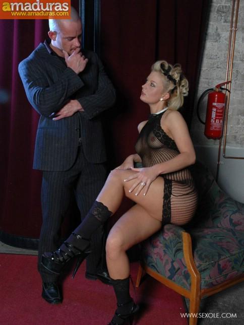 Haciendole un show privado a su jefe mafioso - foto 3