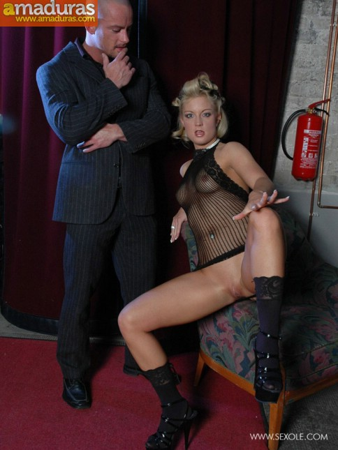 Haciendole un show privado a su jefe mafioso - foto 4