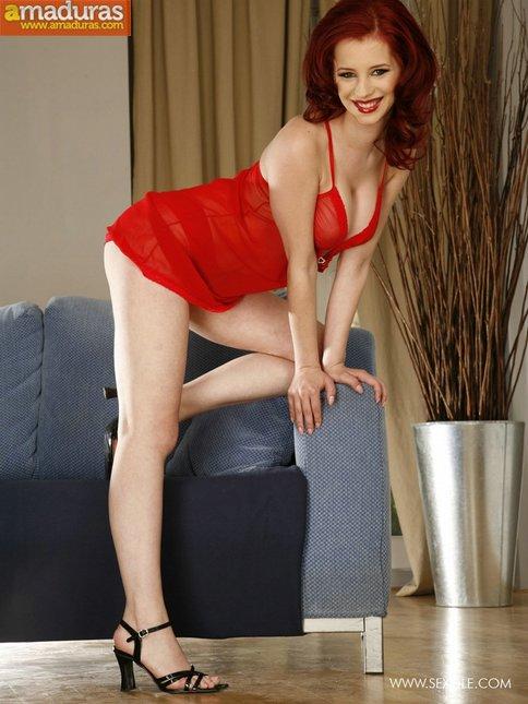 Pelirroja tetona vestida de rojo pasion - foto 5
