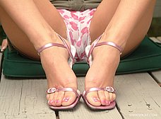 Abierta de piernas con ganas de jugar - foto 11