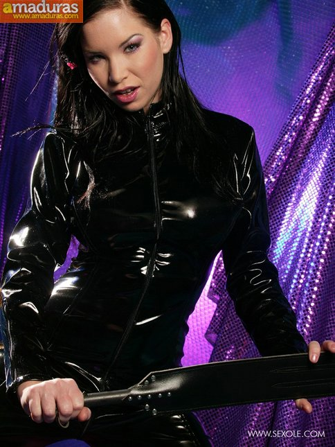 Las tetazas de la mujer del traje negro - foto 1