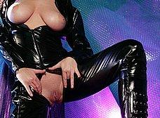 Las tetazas de la mujer del traje negro - foto 19