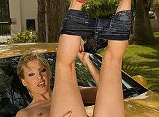 Lavando el coche con ese culo increible - foto 21