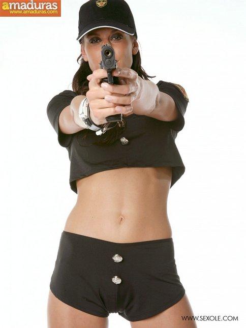 Te gustan las mujeres policia? Seguro que esta si - foto 1
