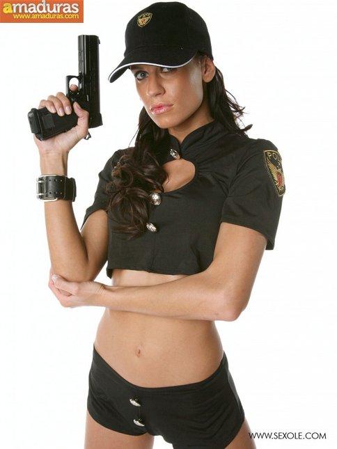 Te gustan las mujeres policia? Seguro que esta si - foto 4